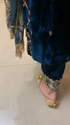 Party Wear Indian Dresses, Pakistani Fashion Party Wear, Pakistani Dresses Casual, Designer Party Wear Dresses, Indian Bridal Outfits, Kurti Designs Party Wear, Indian Fashion Dresses, Pakistani Dress Design, Fashion Designer