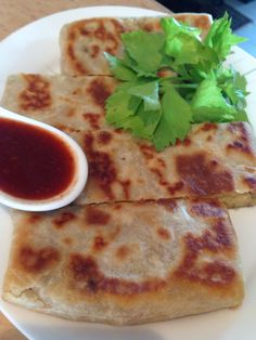 Roti Prata with potatoe & meat fillings, with chilly dipping sauce.