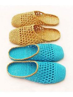 These cute slippers are made using Raffia, a light and strong fiber. It is perfect for footwear, not as soft, pliable or stretchy as normal yarn but amazingly comfortable. Instructions are included for the raffia and a size 3 crochet thread. Crochet Sole, Crochet Slipper Pattern, Crochet Boot Cuffs, Diy Crochet And Knitting, Crochet Slipper Boots, Crochet Sandals, Knitted Slippers, Thread Crochet, Crochet Crafts