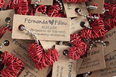 Lembrancinha: Mini-chaveiro coração de arame R$5.90