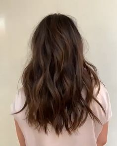 13 Best Examples of Golden Brown Hair Colors for 2019 - Style My Hairs Round Face Haircuts, Long Bob Haircuts, Medium Bob Hairstyles, Layered Haircuts, Long Length Hairstyles, Long Hairstyles With Layers, Long Brunette Hairstyles, Male Hairstyles, School Hairstyles
