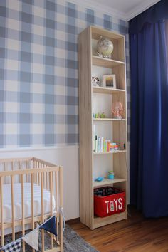 Classic & Scandi nursery, blue checkered wallpaper. Source: http://grandandcentral.com/niebieski-pokoj-dla-niemowlaka/