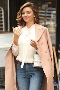 Miranda Kerr Outfits, Miranda Kerr Style, Spring Outfits, Winter Outfits, Everyday Casual Outfits, Celine, Classy Casual, Classic Outfits, Elegant Outfit