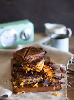 Try these proudly South African biltong and cheese jaffles. When the melting cheese meets the biltong it will detonate a taste bomb in your mouth. Sandwich Maker Recipes, Best Cut Of Beef, Kos, Rolled Sandwiches, Food Vans, Toast Sandwich, Biltong, Grass Fed Beef