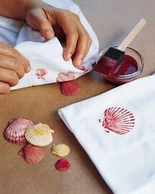 Print Bed Sheets with Seashells - - Print Bed Sheets with Seashells Print Bed Sheets with Seashells shell printing, Wohin mit den Muscheln vom letzten Urlaub? Als Stoffdruck-Model nutzen. Seashell Crafts, Beach Crafts, Summer Crafts, Crafts To Do, Crafts For Kids, Arts And Crafts, Shell Crafts Kids, Diy Projects To Try, Craft Projects