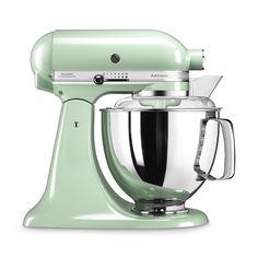 Wer wünscht sie sich nicht? Die Küchenmaschine Artisan in pistazie - Mit ausgeklügelten Funktionen und passendem Zubehör zieht deine neue Küchenhilfe im unverwechselbaren Retro-Design bei dir ein.