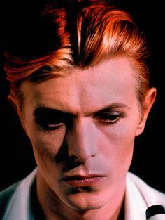 David Jones, exposé à la Philharmonie de Paris jusqu'au 31 mai dans le cadre de l'exposition « David Bowie is », a traversé tous les courants durant près d'un demi-siècle.