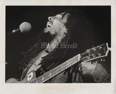**Bob Marley & The Wailers** Jai Alai Fronton, Miami, FL, USA, August 5, 1978. For listening: https://www.youtube.com/watch?v=sFE2HUwhHQo. More fantastic pictures, music and videos of *Robert Nesta Marley & His Wailers* on: https://de.pinterest.com/ReggaeHeart/ ©Susan Greenwood/The Miami Herald