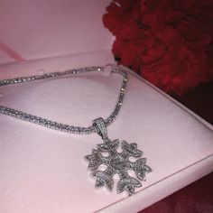 Prong Setting Diamond Necklace / Diamond Solitaire Pendant / Floating Diamond Necklace / Dainty Diamond / Bridal gift / Birthday Present - Fine Jewelry Ideas Cute Jewelry, Gold Jewelry, Jewelery, Jewelry Accessories, Diamond Jewelry, Snowflake Jewelry, Icy Girl, Piercings, Bridal Gifts