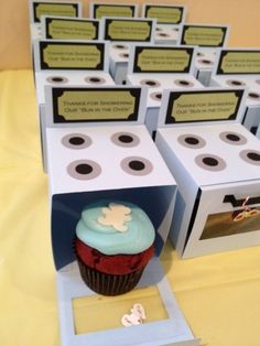 """Clever way to announce a """"bun in the oven""""....IN CUPCAKE FORM! This could be for a gender reveal or shower party!"""