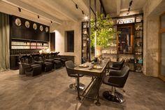 Salon Michala Zapoměla: kadeřník v říši divů   Insidecor - Design jako životní styl