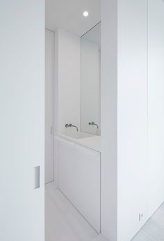Minimal white bathroom, by Belgian architect Pascal Bilquin. Interior execution by Minus.