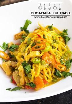 Curry de porc. Curry thailandez. #bucatarialuiradu Porc Au Curry, Asian Recipes, Ethnic Recipes, Japchae, Food For Thought, Spaghetti, Thoughts, Asian Food Recipes, Ideas