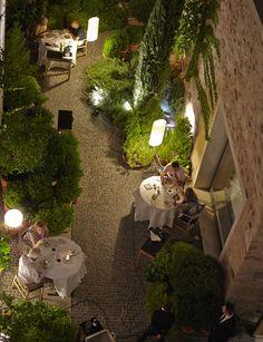 Atrio http://www.marie-claire.es/moda/tendencias/fotos/descubre-las-mejores-terrazas/atrio