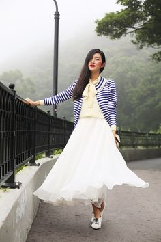 Beautiful vintage style navy, cream and white ensemble. Retro Inspired Streetstyle