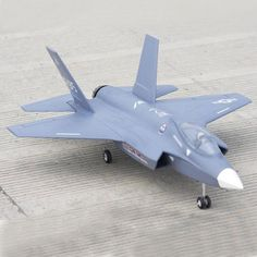 Freewing RC Jet Airplane Model Duct With Electric Retracts Lightning Fighter, F35 Lightning, Vector Control, Landing Gear, Blue Angels, Model Airplanes, Natural Disasters, Scale Models, Fighter Jets