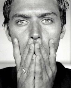Jude Law - Black and White Portrait Jude Law, Pretty People, Beautiful People, Black And White Love, Celebrity Gallery, Hommes Sexy, Famous Faces, Belle Photo, Freckles