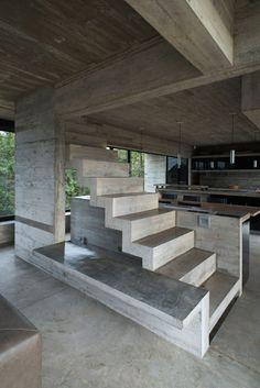 In a popular beachside town on Argentina's coast, Luciano Kruk has unveiled his latest concrete masterpiece—'Casa Cariló'. Concrete Architecture, Stairs Architecture, Interior Architecture, Concrete Bench, Concrete Houses, Modern House Design, Volumes, Point, Bastilla
