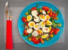 """Chrono Diät on Instagram: """"Mit einem guten Start in den Tag, lässt es sich leichter Leben! 😉😋 _________________________________________  Salat mit gekochtem Ei und…"""" Avocado Egg, Eggs, Breakfast, Instagram, Food, How To Cook Eggs, Health, Life, Morning Coffee"""