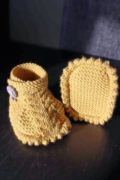 Dino baby booties by Anna Meier