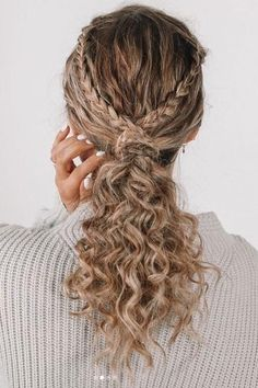 17 Beautiful Ways to Style Blonde Curly Hair natural curly blonde hairstyles trends southernliving 242842604893346421 Coiffure Hair, Curly Hair Braids, Thick Curly Hair, Blonde Curly Hair Natural, Curly Girl, Natural Curls, Thin Hair, Balayage For Curly Hair, Curly Hair Braid Styles