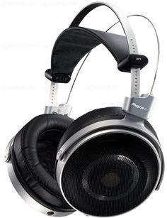 Pioneer's First Hi-End Headphones: SE-Master 1