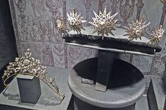 the foliate and diamond star tiara on show
