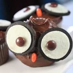 I can think of two marvelous kids who would appreciate these. Owl Cupcakes