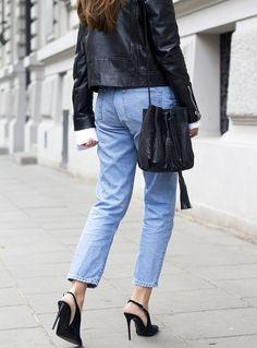 Rien de tel qu'une paire de talons délicats et hauts perchés pour booster un jean mom 7/8 (blog Olivia Kijo)