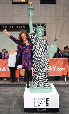 """In a New York state of mind, fashion icon Diane von Furstenberg paid homage to the ultimate NYC """"it girl,"""" Lady Liberty on Oct. 2014 while appearing on the TODAY show in New York. Liberty Fashion, New York City Location, Nyc Fashion, Today Show, Photos Of The Week, Celebs, Celebrities, Celebrity Photos, Diane Von Furstenberg"""