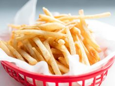 Get the fast food–style French fries of your dreams at home. Cooking French Fries, Crispy French Fries, French Fries Recipe, Homemade French Fries, Homemade Breads, Serious Eats, Hamburgers, Perfect French Fries, Mcdonald French Fries