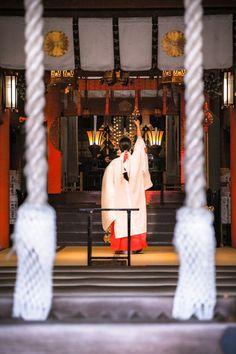 Dance+Dedication+/+奉納の舞 Japanese Shrine, Japanese House, Japanese Style, Shrine Maiden, Japan Image, Japan Photo, Japanese Outfits, Japanese Culture, Girls In Love