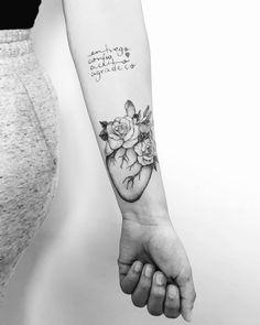 Tatuagem criada por Daisson Silva (daissonsilva) de Belo Horizonte.    Coração em blackwork com flores no antebraço. Pisces Tattoos, Love Tattoos, Tattoo You, Tatoos, Piercings, Plant Tattoo, Betty Boop Pictures, Cool Tats, Viking Tattoos
