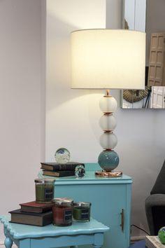 Lampara esferas vidrio esmerilado y de ceramica, con cobre brillante. http://salazarcasa.com.ar