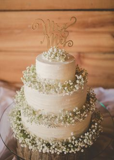 Wedding Cake with Baby's Breath| Light Blue & Tan Summer Wedding at the The Variety Works|Photographer: Brandy Angel Photography