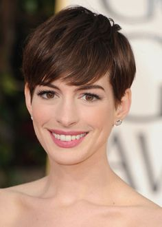 Anne Hathaway...I love this look on her, she looks like a grown up to me. Very classy.