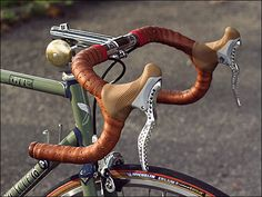 http://meheux.co.uk/images/classic-bikes/retro-racing-bike-brake-leavers.jpg