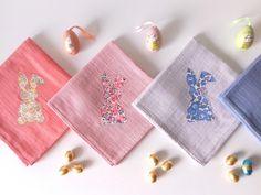 *Edition Limitée Pâques* Lange pour bébé en coton 60x60cm et Lapin en Liberty (dégradé de rose - 3 coloris disponibles ) via mitsiroom. Click on the image to see more!