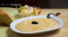 Clean Monday (kathara deytera) is about to come and with it the greek fish roe salad and the lagana bread. There are two kinds of fish roe, the white and the red fish roe. Greek Fish, Nice Cream, Fish Recipes, Oatmeal, Salad, Traditional, Breakfast, Food, Kitchens