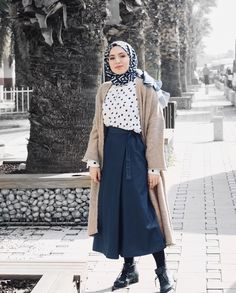New Style Hijab Street Maxi Skirts 31 Ideas – Harika El işleri-Hobiler Modern Hijab Fashion, Abaya Fashion, Muslim Fashion, Modest Fashion, Skirt Fashion, Retro Fashion, Fashion Outfits, Hijab Casual, Hijab Chic