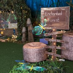 Carteles How to make an Enchanted Forest themed learning location with handmade sign post Kids Inter Enchanted Forest Decorations, Enchanted Forest Party, Enchanted Wood, Magical Forest, Forest Fairy, Dark Forest, Enchanted Forest Quinceanera Theme, Enchanted Forest Nursery, Forest Theme Classroom