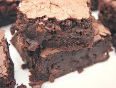 A legfinomabb brownie Cake Recipes, Dessert Recipes, Paleo Brownies, Sweet Desserts, Pound Cake, Cupcake Cakes, Food To Make, Cake Decorating, Bakery