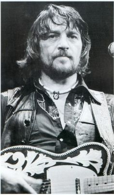 Waylon Jennings, A great singer and musician. Country Western Singers, Country Musicians, Country Music Artists, Country Music Stars, Rock Roll, Outlaw Country, American Country, Country Man, Waylon Jennings