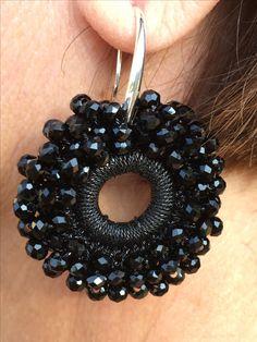 #gioiellitessili #Orecchini all' #uncinetto in filato #gioiello con #sfere di #cristallo nere