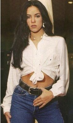 Shakira then and now. Shakira before and after. Shakira from to. Outfits 90s, 90s Outfit, Cute Outfits, Fashion Outfits, Retro Fashion, New Fashion, Vintage Fashion, Womens Fashion, 1990s Fashion Women