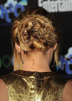 I LOVED Jennifer Lawrence's hair at the Hunger Games Premiere in LA, the updo was stunning but the lace just finished the look and it gave her hair an extra shine