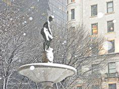 NUEVA YORK       NEVADAS. ESTATUA EN LA FONTAIN FRENTE AL HOTEL PLAZA (CALLE 59 Y 5a. AVENIDA) DE MANHATTAN. FOTO POR ARTUR CORAL.