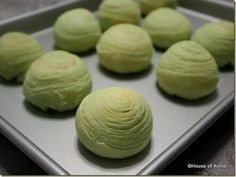 baked pandan spiral mooncakes with sweet potato filling