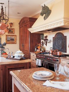 French Country-Style Chef Kitchen French Country Kitchens, French Country Style, French Farmhouse, Farmhouse Style, French Decor, French Country Decorating, Kitchen Interior, Kitchen Decor, Chef Kitchen