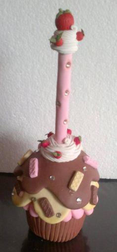 Pluma con dulcero modelada en porcelana fria